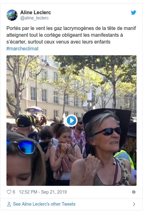 Twitter post by @aline_leclerc: Portés par le vent les gaz lacrymogènes de la tête de manif atteignent tout le cortège obligeant les manifestants à s'écarter, surtout ceux venus avec leurs enfants #marcheclimat