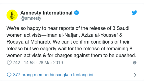 Twitter pesan oleh @amnesty: We're so happy to hear reports of the release of 3 Saudi women activists—Iman al-Nafjan, Aziza al-Youssef & Roqaya al-Mohareb. We can't confirm conditions of their release but we eagerly wait for the release of remaining 8 women activists & for charges against them to be quashed.
