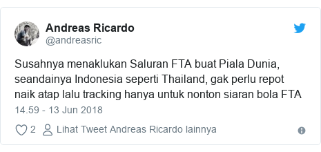 Twitter pesan oleh @andreasric: Susahnya menaklukan Saluran FTA buat Piala Dunia, seandainya Indonesia seperti Thailand, gak perlu repot naik atap lalu tracking hanya untuk nonton siaran bola FTA