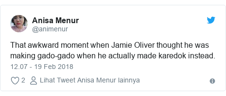 Twitter pesan oleh @animenur: That awkward moment when Jamie Oliver thought he was making gado-gado when he actually made karedok instead.