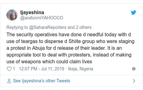 Twitter wallafa daga @arafunmiYAHOOCO: The security operatives have done d needful today with d use of teargas to disperse d Shiite group who were staging a protest in Abuja for d release of their leader. It is an appropriate tool to deal with protesters, instead of making use of weapons which could claim lives