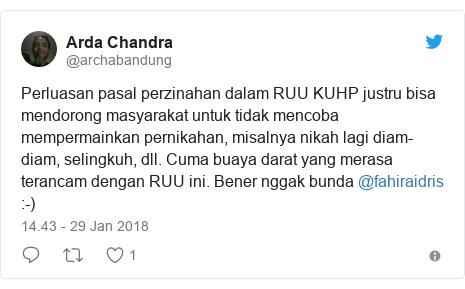 Twitter pesan oleh @archabandung: Perluasan pasal perzinahan dalam RUU KUHP justru bisa mendorong masyarakat untuk tidak mencoba mempermainkan pernikahan, misalnya nikah lagi diam-diam, selingkuh, dll. Cuma buaya darat yang merasa terancam dengan RUU ini. Bener nggak bunda @fahiraidris   -)