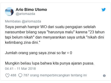 """Twitter pesan oleh @ariomazda: Saya pernah hampir WO dari suatu pengajian setelah narasumber bilang saya """"harusnya malu"""" karena """"23 tahun tapi belum nikah"""" dan menyarankan saya untuk """"nikah dini ketimbang zina dini.""""Jumlah orang yang saya zinai so far = 0Mungkin beliau lupa bahwa kita punya ajaran puasa."""