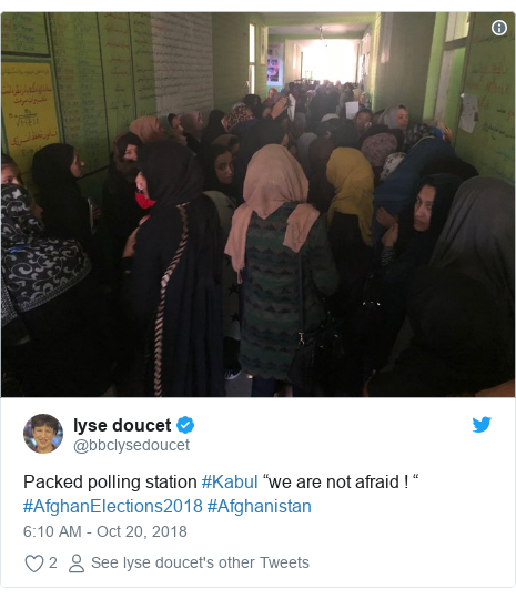 """Twitter post by @bbclysedoucet: Packed polling station #Kabul """"we are not afraid ! """" #AfghanElections2018 #Afghanistan"""