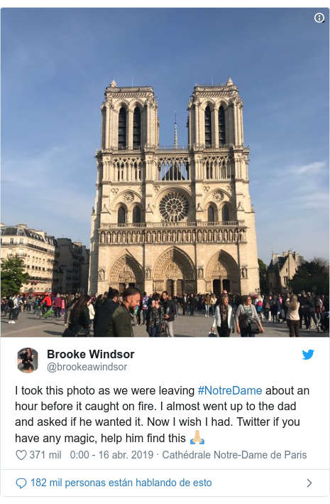 Publicación de Twitter por @brookeawindsor: I took this photo as we were leaving #NotreDame about an hour before it caught on fire. I almost went up to the dad and asked if he wanted it. Now I wish I had. Twitter if you have any magic, help him find this 🙏🏼