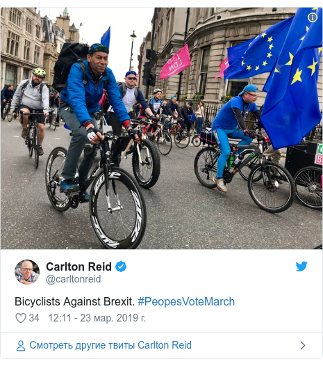 Twitter пост, автор: @carltonreid: Bicyclists Against Brexit. #PeopesVoteMarch