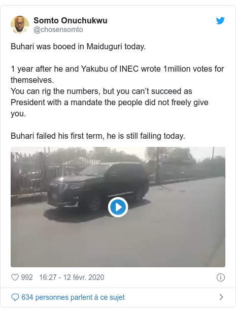 Twitter publication par @chosensomto: Buhari was booed in Maiduguri today.1 year after he and Yakubu of INEC wrote 1million votes for themselves.You can rig the numbers, but you can't succeed as President with a mandate the people did not freely give you.Buhari failed his first term, he is still failing today.