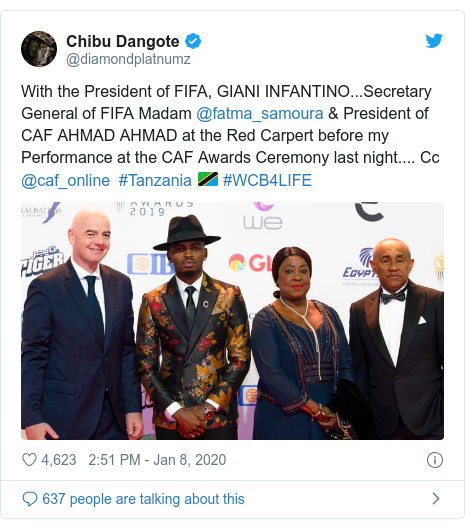 Ujumbe wa Twitter wa @diamondplatnumz: With the President of FIFA, GIANI INFANTINO...Secretary General of FIFA Madam @fatma_samoura & President of CAF AHMAD AHMAD at the Red Carpert before my Performance at the CAF Awards Ceremony last night.... Cc @caf_online  #Tanzania 🇹🇿 #WCB4LIFE