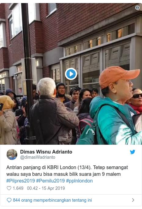 Twitter pesan oleh @dimasWadrianto: Antrian panjang di KBRI London (13/4). Tetep semangat walau saya baru bisa masuk bilik suara jam 9 malem #Pilpres2019 #Pemilu2019 #pplnlondon