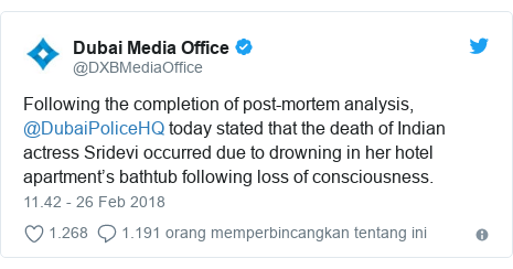 Twitter pesan oleh @DXBMediaOffice: Following the completion of post-mortem analysis, @DubaiPoliceHQ today stated that the death of Indian actress Sridevi occurred due to drowning in her hotel apartment's bathtub following loss of consciousness.