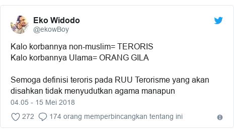 Twitter pesan oleh @ekowBoy: Kalo korbannya non-muslim= TERORISKalo korbannya Ulama= ORANG GILA Semoga definisi teroris pada RUU Terorisme yang akan disahkan tidak menyudutkan agama manapun