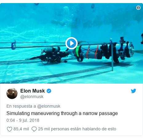Publicación de Twitter por @elonmusk: Simulating maneuvering through a narrow passage