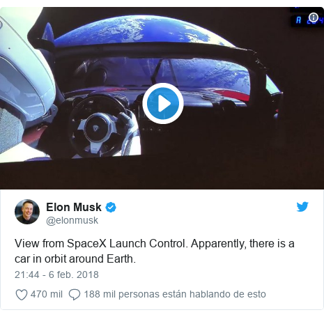 Publicación de Twitter por @elonmusk: View from SpaceX Launch Control. Apparently, there is a car in orbit around Earth.