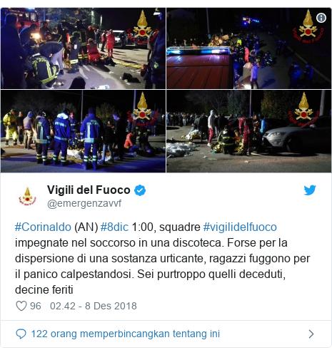 Twitter pesan oleh @emergenzavvf: #Corinaldo (AN) #8dic 1 00, squadre #vigilidelfuoco impegnate nel soccorso in una discoteca. Forse per la dispersione di una sostanza urticante, ragazzi fuggono per il panico calpestandosi. Sei purtroppo quelli deceduti, decine feriti