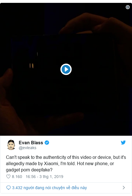 Twitter bởi @evleaks: Can't speak to the authenticity of this video or device, but it's allegedly made by Xiaomi, I'm told. Hot new phone, or gadget porn deepfake?