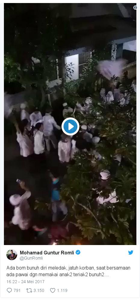 Twitter pesan oleh @GunRomli: Ada bom bunuh diri meledak, jatuh korban, saat bersamaan ada pawai dgn memakai anak2 teriak2 bunuh2....