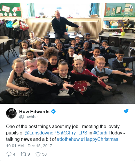 Neges Twitter gan @huwbbc: One of the best things about my job - meeting the lovely pupils of @LansdownePS @CFry_LPS in #Cardiff today - talking news and a bit of #dothehuw #HappyChristmas