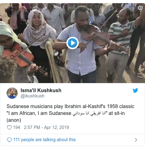 """Twitter post by @ikushkush: Sudanese musicians play Ibrahim al-Kashif's 1958 classic """"I am African, I am Sudanese انا افريقي انا سوداني"""" at sit-in (anon)"""