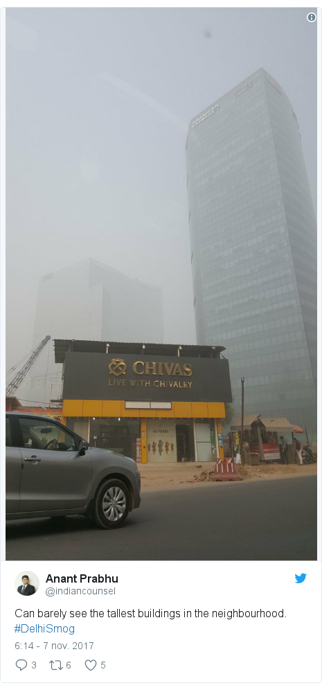 Publicación de Twitter por @indiancounsel: Can barely see the tallest buildings in the neighbourhood. #DelhiSmog