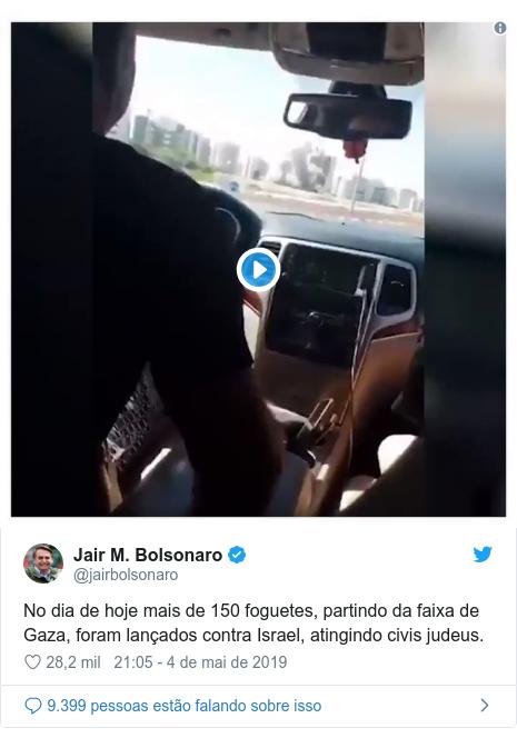 Twitter post de @jairbolsonaro: No dia de hoje mais de 150 foguetes, partindo da faixa de Gaza, foram lançados contra Israel, atingindo civis judeus.