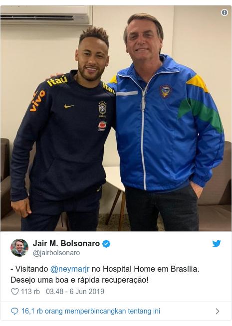 Twitter pesan oleh @jairbolsonaro: - Visitando @neymarjr no Hospital Home em Brasília. Desejo uma boa e rápida recuperação!