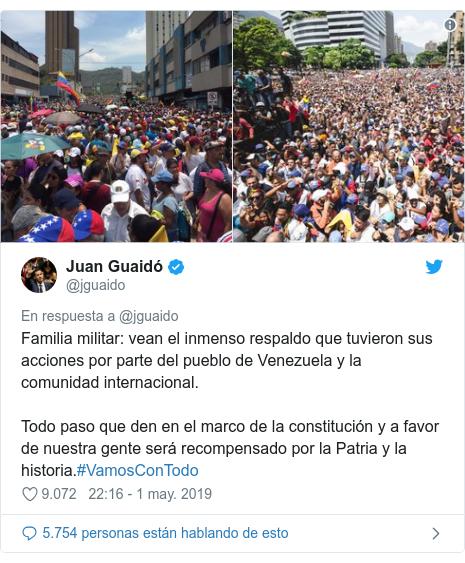Publicación de Twitter por @jguaido: Familia militar  vean el inmenso respaldo que tuvieron sus acciones por parte del pueblo de Venezuela y la comunidad internacional.Todo paso que den en el marco de la constitución y a favor de nuestra gente será recompensado por la Patria y la historia.#VamosConTodo