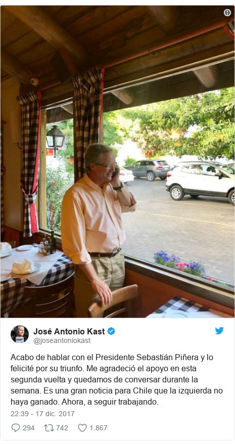 Publicación de Twitter por @joseantoniokast: Acabo de hablar con el Presidente Sebastián Piñera y lo felicité por su triunfo. Me agradeció el apoyo en esta segunda vuelta y quedamos de conversar durante la semana. Es una gran noticia para Chile que la izquierda no haya ganado. Ahora, a seguir trabajando.