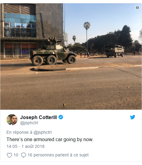 Twitter publication par @jsphctrl: There's one armoured car going by now.