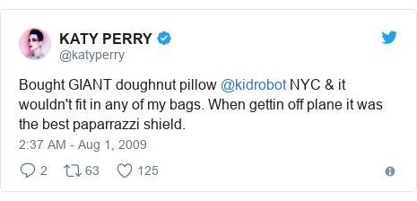 Twitter post by @katyperry: Bought GIANT doughnut pillow @kidrobot NYC & it wouldn't fit in any of my bags. When gettin off plane it was the best paparrazzi shield.