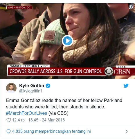 Twitter pesan oleh @kylegriffin1: Emma González reads the names of her fellow Parkland students who were killed, then stands in silence. #MarchForOurLives (via CBS)