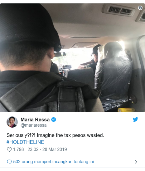 Twitter pesan oleh @mariaressa: Seriously?!?! Imagine the tax pesos wasted. #HOLDTHELINE