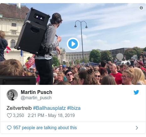Twitter post by @martin_pusch: Zeitvertreib #Ballhausplatz #Ibiza
