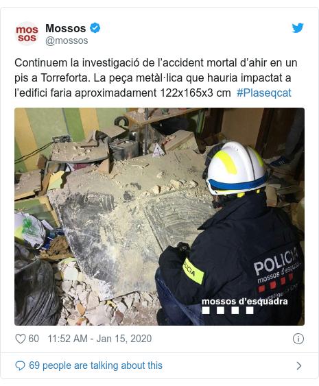 Twitter post by @mossos: Continuem la investigació de l'accident mortal d'ahir en un pis a Torreforta. La peça metàl·lica que hauria impactat a l'edifici faria aproximadament 122x165x3 cm  #Plaseqcat