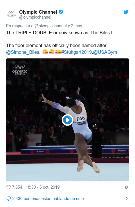 Publicación de Twitter por @olympicchannel: The TRIPLE DOUBLE or now known as 'The Biles II'. The floor element has officially been named after @Simone_Biles. 👑👑👑#Stuttgart2019.@USAGym