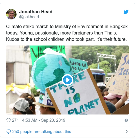 Twitter post by @pakhead: Climate strike march to Ministry of Environment in Bangkok today. Young, passionate, more foreigners than Thais. Kudos to the school children who took part. It's their future.