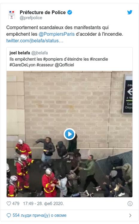 Twitter post by @prefpolice: Comportement scandaleux des manifestants qui empêchent les @PompiersParis d'accéder à l'incendie.