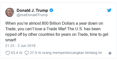 Twitter pesan oleh @realDonaldTrump: When you're almost 800 Billion Dollars a year down on Trade, you can't lose a Trade War! The U.S. has been ripped off by other countries for years on Trade, time to get smart!