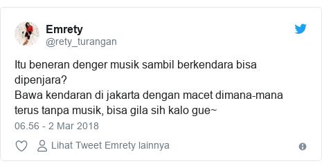 Twitter pesan oleh @rety_turangan: Itu beneran denger musik sambil berkendara bisa dipenjara?Bawa kendaran di jakarta dengan macet dimana-mana terus tanpa musik, bisa gila sih kalo gue~