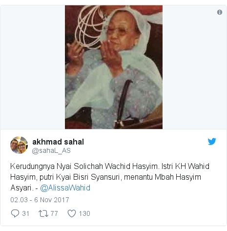Twitter pesan oleh @sahaL_AS: Kerudungnya Nyai Solichah Wachid Hasyim. Istri KH Wahid Hasyim, putri Kyai Bisri Syansuri, menantu Mbah Hasyim Asyari. - @AlissaWahid