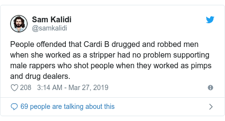 Twitter ubutumwa bwa @samkalidi: People offended that Cardi B drugged and robbed men when she worked as a stripper had no problem supporting male rappers who shot people when they worked as pimps and drug dealers.