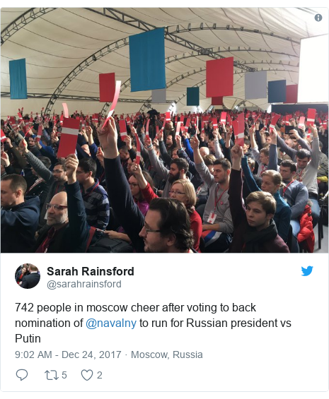 Twitter post by @sarahrainsford: 742 people in moscow cheer after voting to back nomination of @navalny to run for Russian president vs Putin