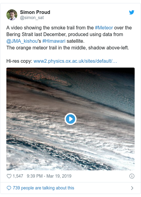 Twitter post by @simon_sat: A video showing the smoke trail from the #Meteor over the Bering Strait last December, produced using data from @JMA_kishou's #Himawari satellite.The orange meteor trail in the middle, shadow above-left. Hi-res copy