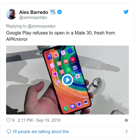 Twitter post by @somospostpc: Google Play refuses to open in a Mate 30, fresh from APKmirror