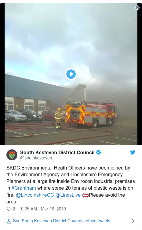 Twitter post by @southkesteven: SKDC Environmental Heath Officers have been joined by the Environment Agency and Lincolnshire Emergency Planners at a large fire inside Envirocon industrial premises in #Grantham where some 20 tonnes of plastic waste is on fire. @LincolnshireCC @LincsLive 🚒Please avoid the area.