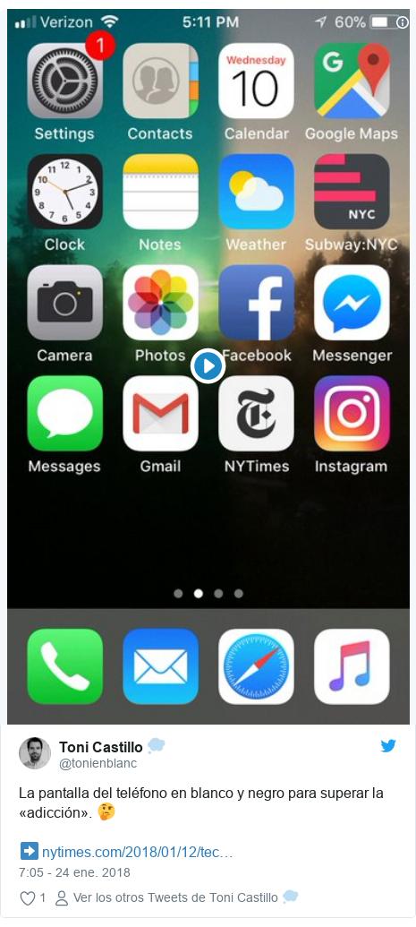 Publicación de Twitter por @tonienblanc: La pantalla del teléfono en blanco y negro para superar la «adicción». 🤔➡