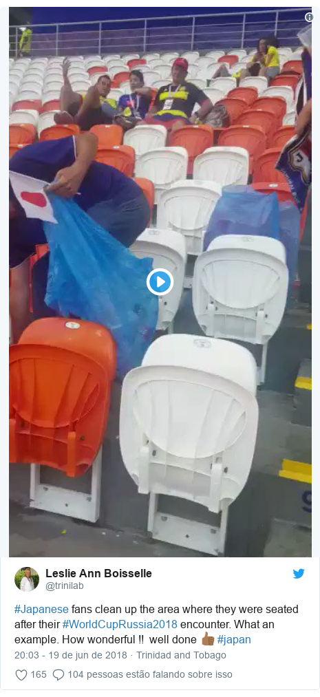 Twitter post de @trinilab: #Japanese fans clean up the area where they were seated after their #WorldCupRussia2018 encounter. What an example. How wonderful !!  well done 👍🏾 #japan
