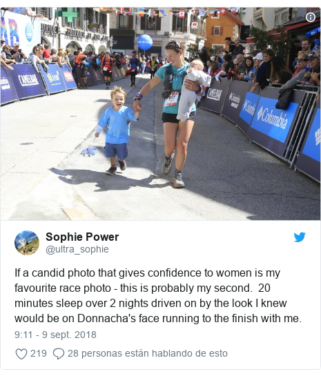 Publicación de Twitter por @ultra_sophie: If a candid photo that gives confidence to women is my favourite race photo - this is probably my second.  20 minutes sleep over 2 nights driven on by the look I knew would be on Donnacha's face running to the finish with me.