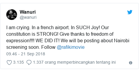 Twitter pesan oleh @wanuri: I am crying. In a french airport. In SUCH Joy! Our constitution is STRONG! Give thanks to freedom of expression!!!! WE DID IT! We will be posting about Nairobi screening soon. Follow @rafikimovie