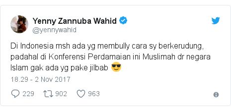 Twitter pesan oleh @yennywahid: Di Indonesia msh ada yg membully cara sy berkerudung, padahal di Konferensi Perdamaian ini Muslimah dr negara Islam gak ada yg pake jilbab 😎