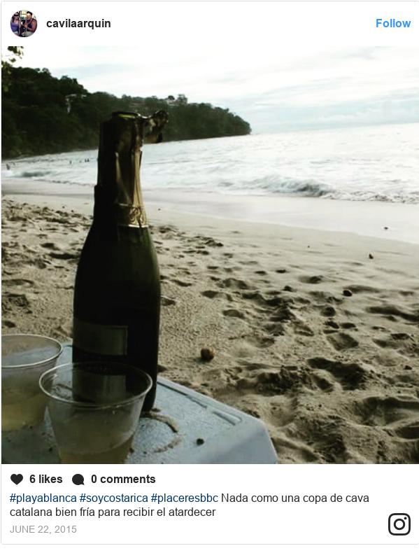 Publicación de Instagram por cavilaarquin: #playablanca #soycostarica #placeresbbc Nada como una copa de cava catalana bien fría para recibir el atardecer